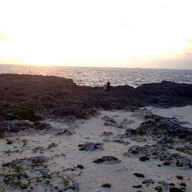 朝6時前に起きて暗いうちから自転車を走らせた波照間島の日の出