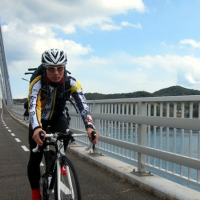佐島から弓削島に渡る弓削大橋。