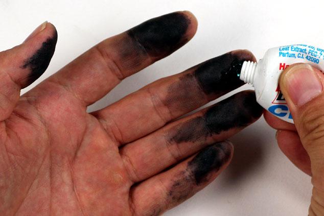 *油汚れがみるみる落ちていく、魔法のようなハンドクリーナー。サドルバッグの新定番です。